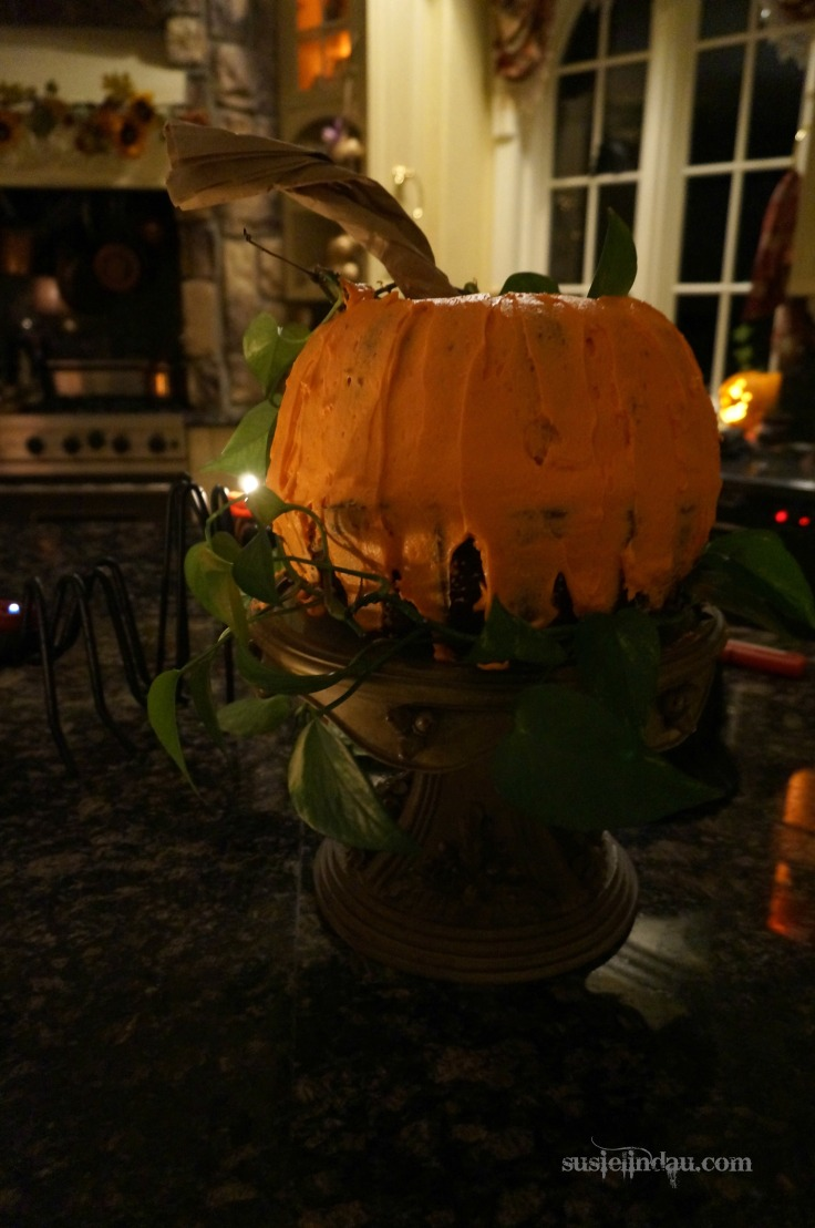 Halloween Pumpkin Cake. Click for more entertaining ideas! Baking, cooking, Food porn, Pumpkin cake, Photography #Halloween #Halloweenparties #Halloweenideas