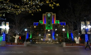 Court house holiday lights