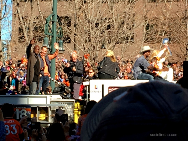 Peyton Manning, Von Miller, Annabelle Bowen with super bowl trophy in parade