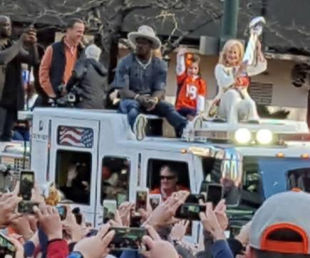 Peyton Manning and super bowl trophy