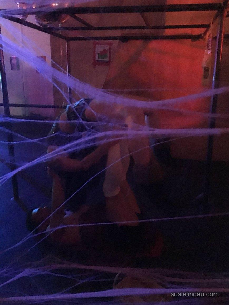 halloween-circus-acroyoga