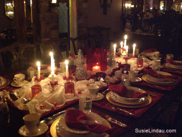 Christmas Table Settings from a Holiday Overachiever Meets Christmas Disasters! Click for a giggle and Holiday ideas! #holidaytips #Christmastablesettings Tips, life hacks, and ideas #holidays #holidayentertaining #funny #humor #entertainment