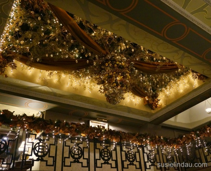 oxford-hotel-christmas-decor
