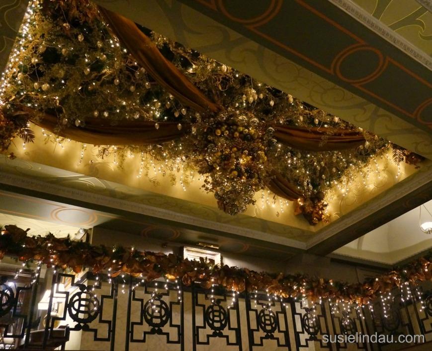 oxford-hotel-christmas-decor