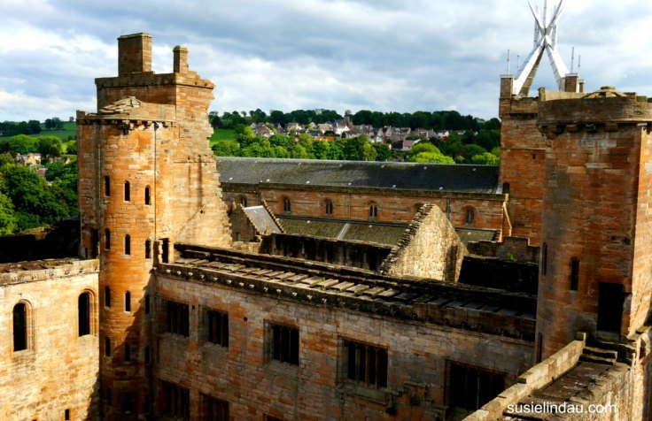 Linlithgow Palace, Mary Queen of Scots Happy Palace, Scotland, Travel Europe Destinations