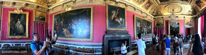 A panoramic of a room in Versailles