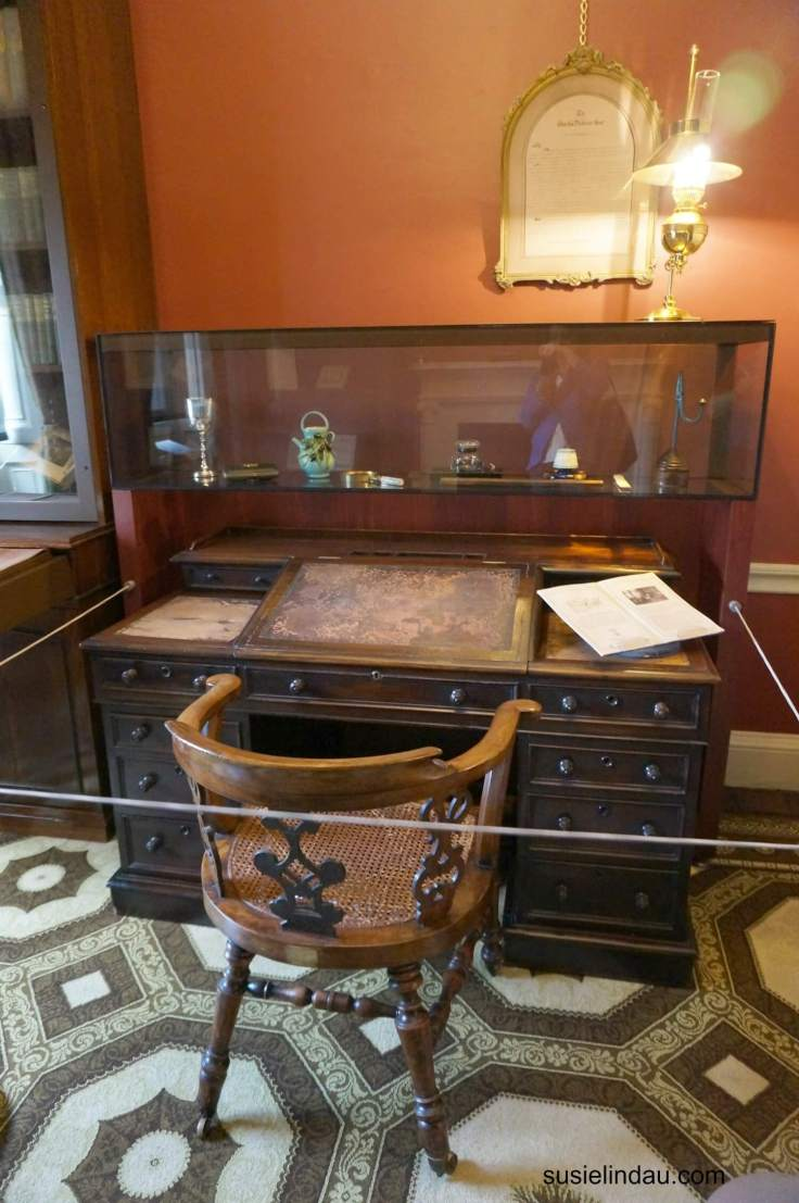 A day in London with Charles Dickens - The official desk of Charles Dickens. Click for travel ideas when traveling to London! #London #charlesdickens #England #travel #traveltips
