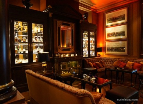 The bar in the Paris Four Seasons