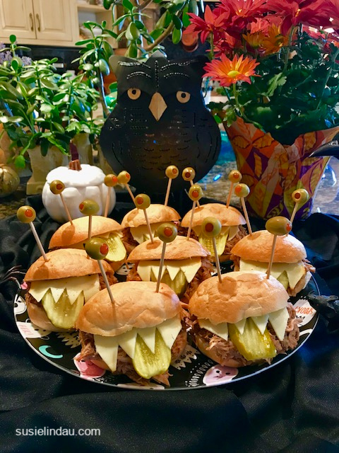 Alien sandwiches for Halloween! Click for more party ideas! Halloween parties, Halloween snacks, food, Tips, hacks, DIYs #Halloweentips #Halloweentreats #Halloweenparties #sandwiches #Halloween