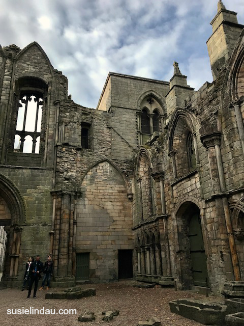 Holyrood Palace Chapel ruins in Edinburgh. Click and find out why it inspired JK Rowling. Harry Potter, Outlander, Writers, Books, Travel Scotland Europe Destinations, Tips, #Travel #Scotland #Writingtips #Europedestinations #harrypotter