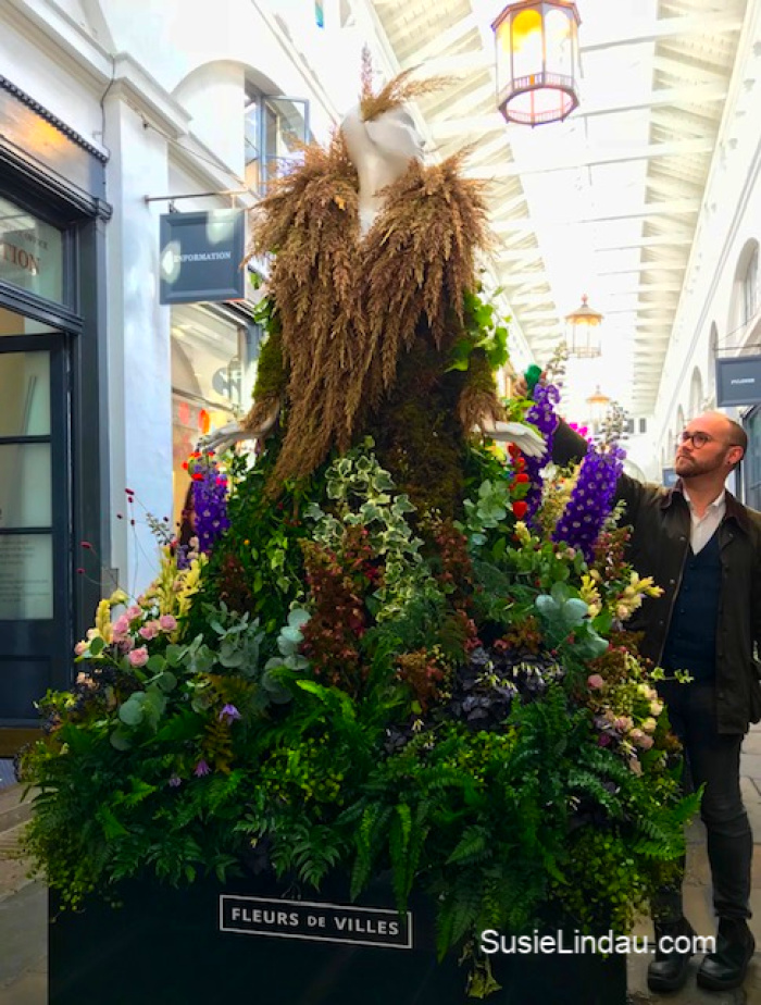 Photos of the Fleurs de Ville at Covent Garden. Click for inspiration and travel ideas #arts #floraldesign #photography #travel