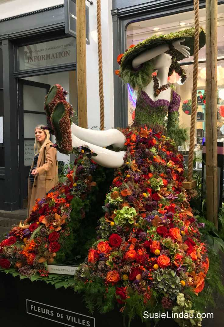 Playful Floral Couture at Covent Garden Apple Market. Click for eye candy photos and reasons to go to London! #Travel #arts #couture #Coventgardens #England