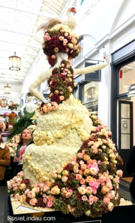 Pink rose blossom dress in Covent Garden in London. Click for amazing photos or these artistic creations! #Travel #London #Couture #fashion #art