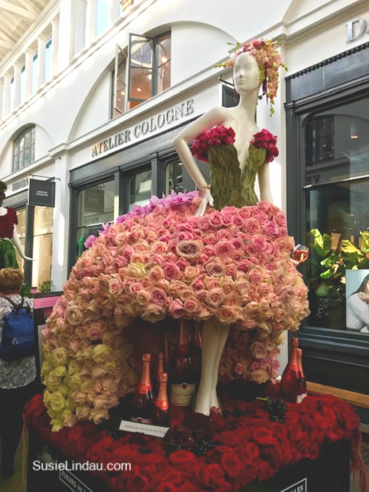 Putting the Garden in Covent Garden. Click for photos of floral couture in the Apple Market. #inspiration #travel #photography #eyecandy #fashion
