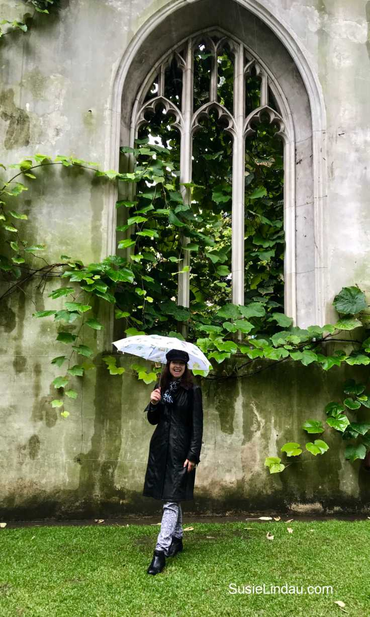Posing at St. Dunston's Secret garden in London. Click for photos of one of London's most Instagrammable places! Travel London, England, Travel Europe Destination, Travel tips and advice #Instagramplaces #thingstodoLondon #travel #traveltips #gardens