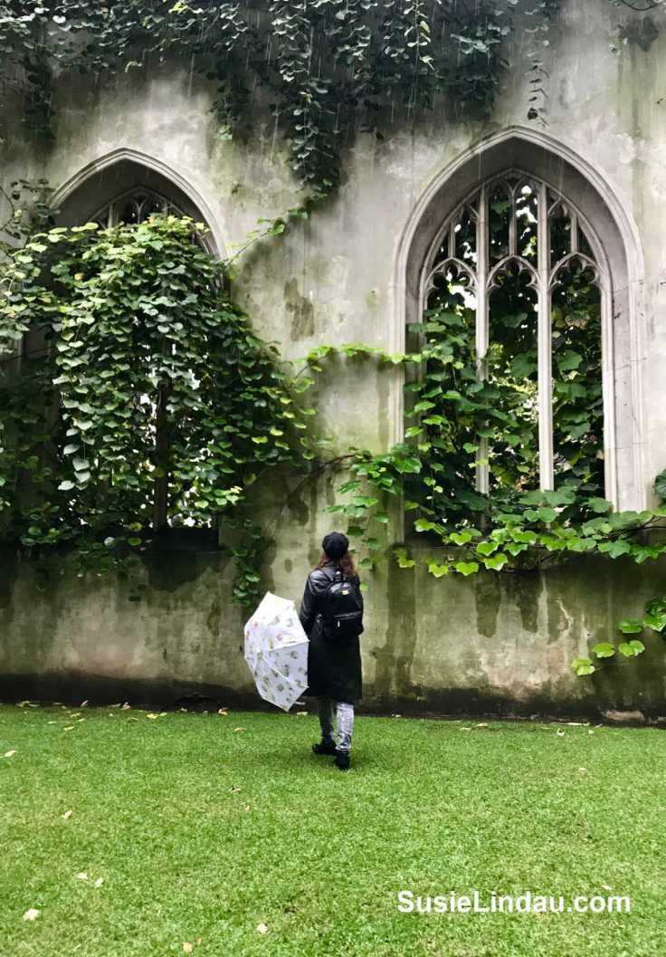St Dunstons secret gardens in London. Click for photos of this magical place and add it to your bucket list! Travel London, England, Tips and advice, Bucket list, secret gardens, things to do in London #gardens #travel #travelLondon #TravelEngland #Englishgardens #stdunstons