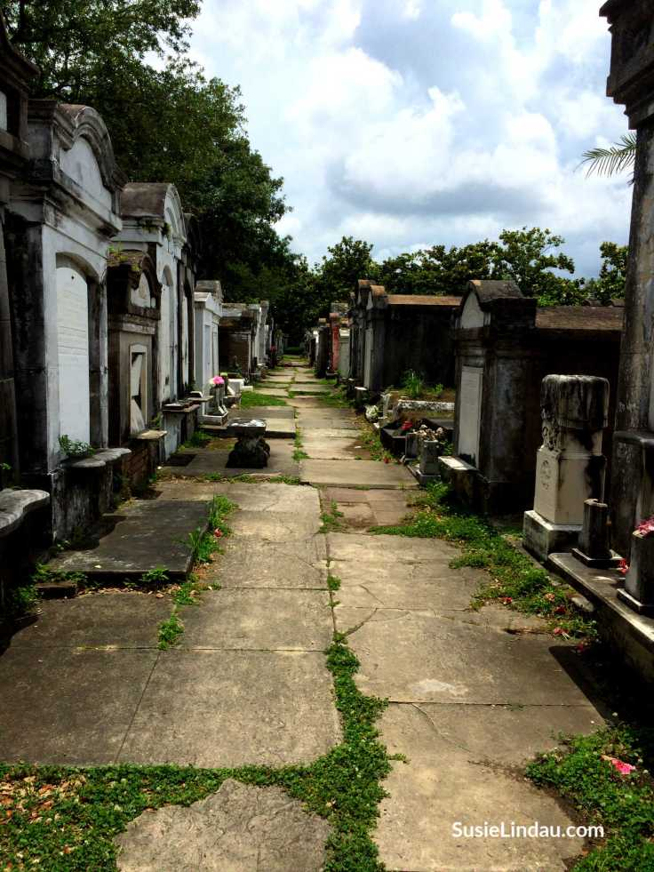 Lafayette Cemetery in New Orleans is one of the oldest. Click for photos and ideas for your next trip to the French Quarter!