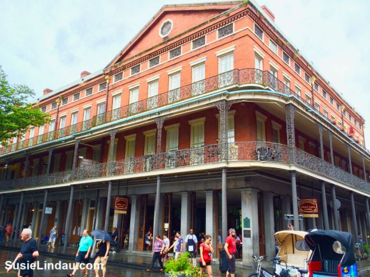 New Orleans French Quarter. Click for 14 fun and funky things to do on a weekend trip!