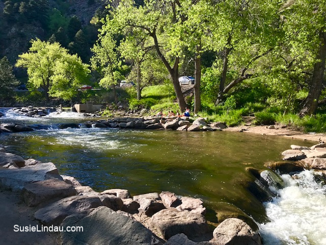 People chilling on the rocks along Boulder Creek! Click for photos!