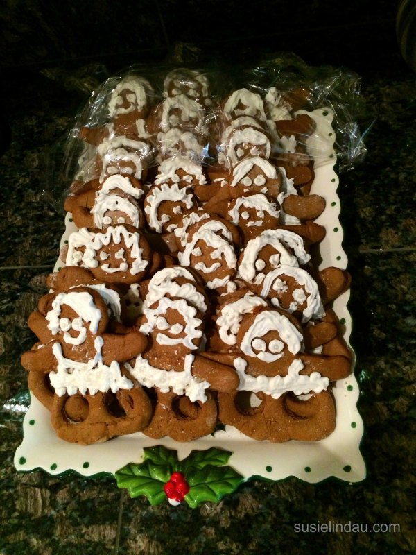 Gingerbread dancing ballerina puppets