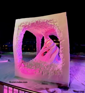 Twister Snow Sculpture France Breckenridge championship A twister inside a curved square